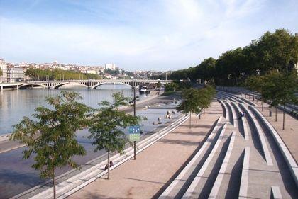 Rhône docks: 5 minutes walk!